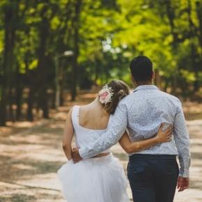 """""""DIY, vidám, vidéki"""" - Barbi és Michael esküvője"""