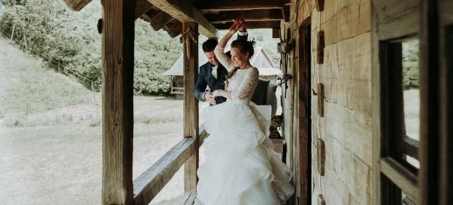 Hanna és Attila tökéletes, hétfői bohém esküvője a Lósi Majorban